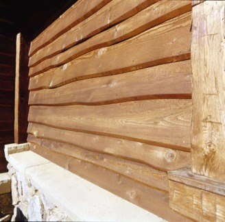 A variation of bevel siding, our Knotty Western Red Cedar Skirl wavy siding adds rustic charm